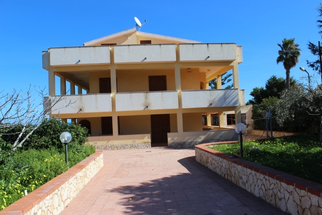 villa for sale on the sea syracuse